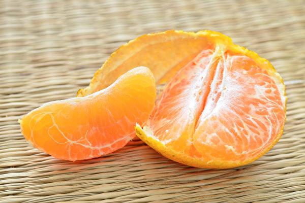 """大陆多地现""""染色橘子"""" 有化工制剂怪气味"""