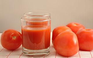 番茄汁富含番茄红素,有抗老化、抗癌防癌、保护心血管等好处。(Shutterstock)