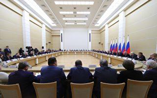 俄政府全体辞职 新总理获国会压倒性通过