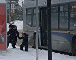1月15日,大温部分地区的积雪达到40厘米导致公交服务延误或取消
