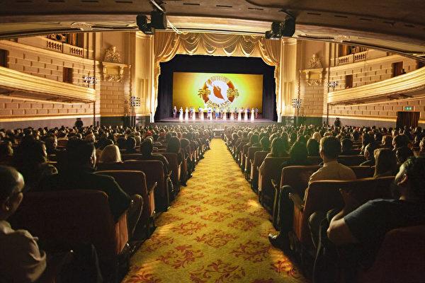 神韻觸動舊金山觀眾「創世主和我們同在 」