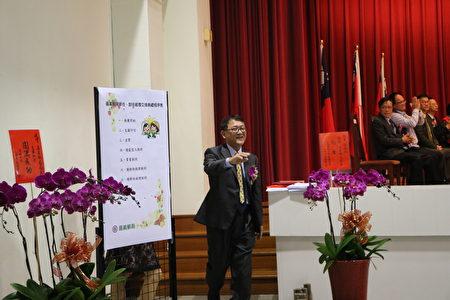 原任局長吳信陵依依不捨的離開了這個大家庭,叮嚀別忘了大家多連繫。