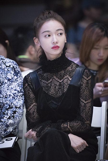 图为新锐华裔摄影师郑柏君为时尚活动拍的照片。