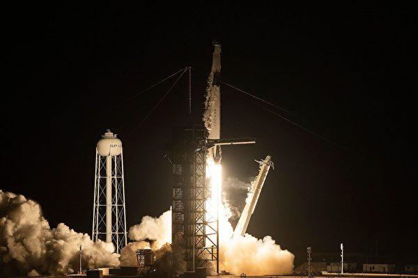 SpaceX公司第三批卫星发射升空 创多项纪录