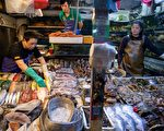 圖為2019年7月10日北京一家海鮮市場。(NICOLAS ASFOURI/AFP via Getty Images)