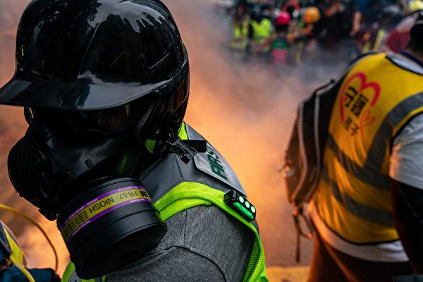 1月1日,港人元旦遊行中,防暴警察發射催淚彈。(Anthony Kwan/Getty Images)