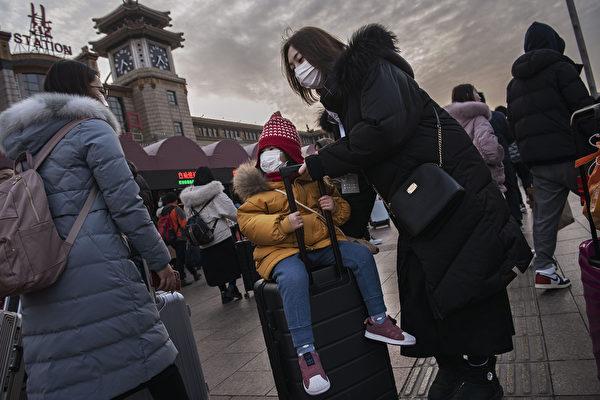 【新闻看点】开年飞出黑天鹅 武汉肺炎全球警报