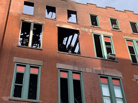 人力中心四樓和五樓被火燒透。