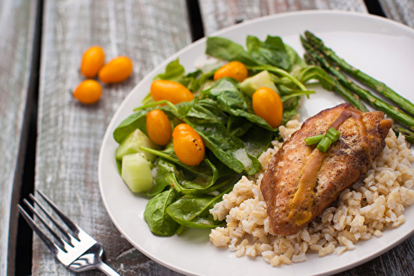 沟口彻认为,调节自律神经的饮食从限糖开始。(Shutterstock)