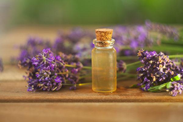 中醫芳療運用精油舒緩負面情緒,改善自律神經失調。(Shutterstock)