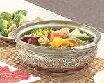 過年三道養生飲食:「天下第一補血湯」、「防三高火鍋湯底」、「去油解膩茶」,避免三高找上門。(胡乃文開講提供)