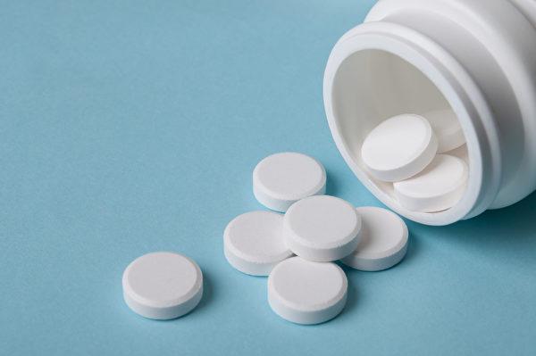 一般来说,经由医师开立的口服类固醇,若服用期在3天之内,不用太担心有副作用。(Shutterstock)