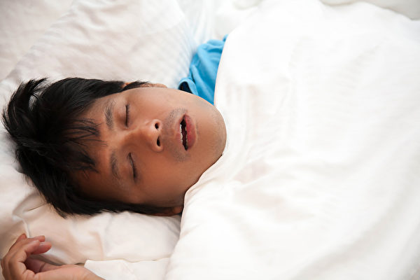 睡眠呼吸中止症和高血壓、心肌梗塞等疾病都有關聯。(Shutterstock)