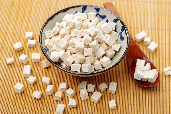 中醫自古就流傳下來許多妙方,可以有效治牙痛。圖為白茯苓。(Shutterstock)