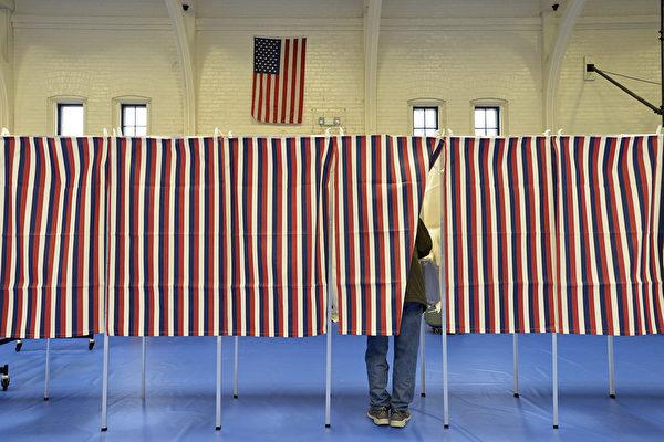 美國民主黨黨內總統候選人初選 桑德斯領先