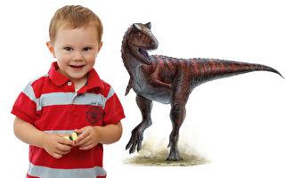 爸爸买6米大恐龙送儿子 吊车一放后院变侏罗纪公园