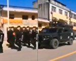 大陆某地或是部队军人在巡逻。(网络视频截图)