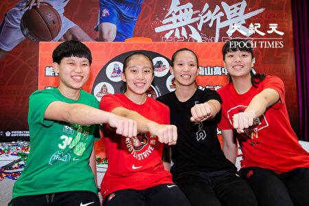 108学年度高中篮球联赛(HBL)26日在台北举行决赛赛前记者会,女子组4强选手代表合影。
