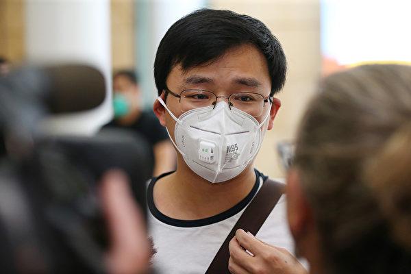 中國衛生防疫專家表示,目前發現中共病毒(新型冠狀病毒)的傳播途徑有三種:氣溶膠傳播、直接傳播和接觸傳播。(Don Arnold/Getty Images)