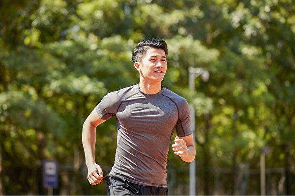 運動有利於睡眠,但如果運動時間錯了則不利於睡眠。(Shutterstock)