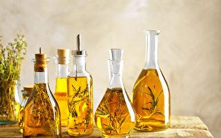 增添菜肴风味 自己做香草橄榄油