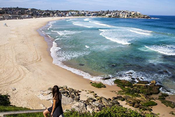 組圖:大批民眾湧入戲水 悉尼急封海灘防疫