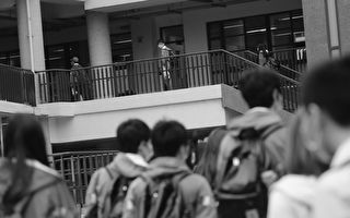 台湾北部高中复课 学生量体温才能进校园