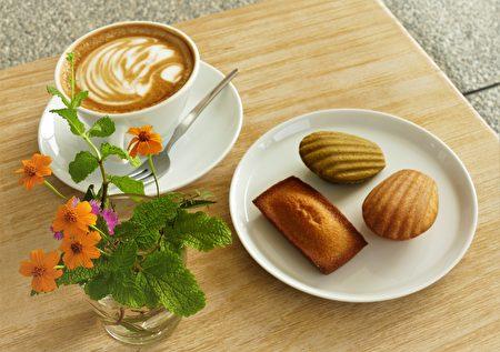 法式甜點中最具經典的瑪德蓮和費南雪。