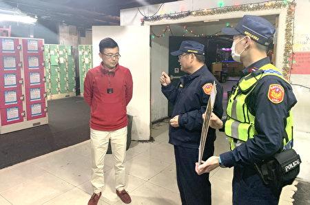警方使用M-police行動載具,清查有無居家檢疫(隔離)違法外出者,以落實執行政府防疫政策,防堵所有可能缺口。