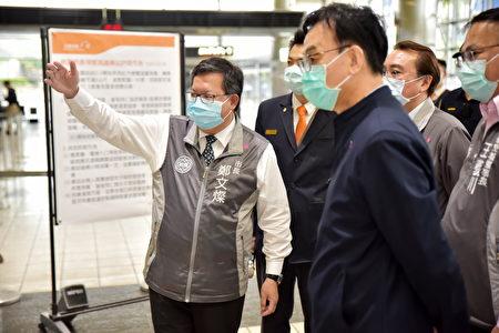 桃园市长郑文灿视察机捷车站的红外线热像测温仪布建作业。