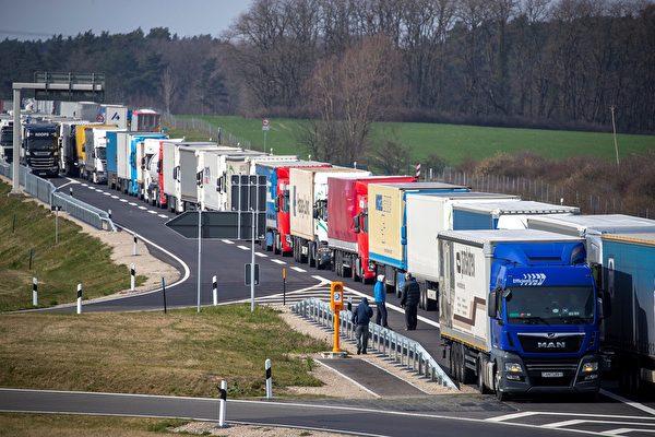 組圖:歐盟封關30天 多國邊境出現車龍