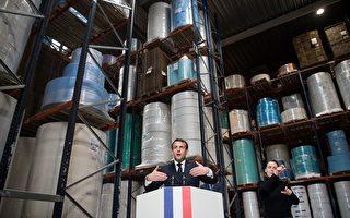 应对疫情 马克龙:法国年底前独立生产口罩