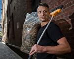 墨爾本「菸頭俠」 半年撿拾近5萬菸頭