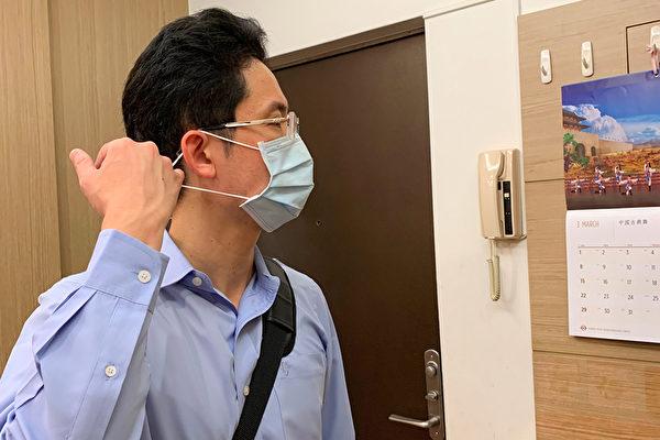 進入家門脫口罩時,請捏著耳掛處的鬆緊帶取下。(鄭元瑜提供)