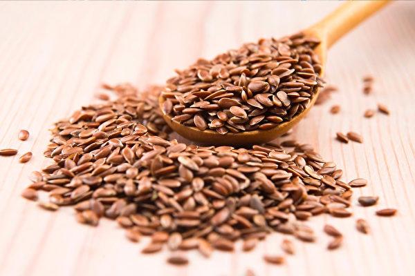 亞麻籽中的木酚素與亞麻酸有助人體對抗病毒,提升免疫力。(fotolia)