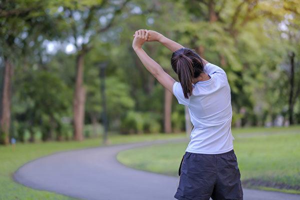 若要维持身体的免疫力,还要保持规律但不过于激烈的运动。(Shutterstock)