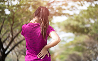中风、更年期症候群、记忆力衰退,都可能和脊椎问题有关。但脊椎病不一定有疼痛等明显症状。(Shutterstock)