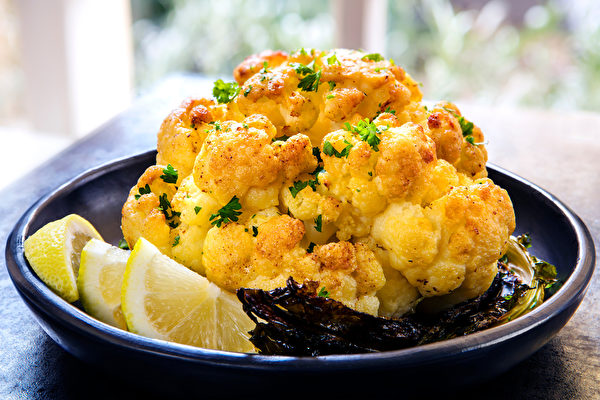Roasted whole cauliflower. (Shutterstock)