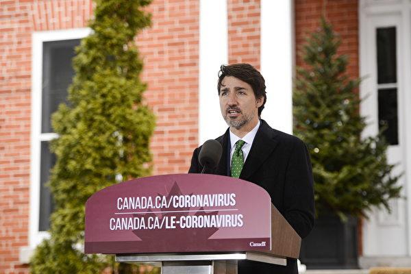 加拿大总理特鲁多周二(3月31日)宣布,联邦政府将花费20亿元,为应对Covid-19病毒的一线医护人员购买更多的防护设备和医疗装备。(加通社)