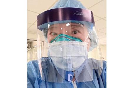 紐約前線醫護人員Daphne Li說,面對嚴峻疫情,再難再怕也會堅持。(取自Daphne Li臉書)
