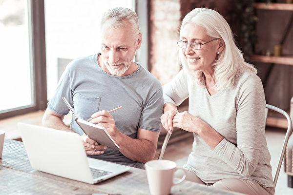 疫情後 八種兼職工作可讓退休人士在家上班