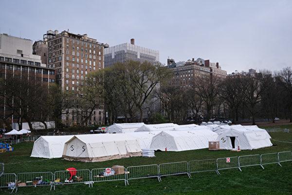 3月30日,纽约中央公园搭建战地医院。(Photo by Spencer Platt / Getty Images )