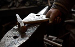 手工打造高价剪刀 日本最后一位传统工艺师