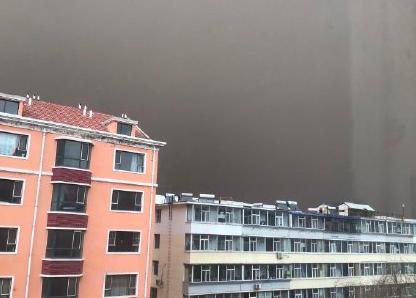 吉林省白城市今天遭遇沙尘暴。(网络图片)