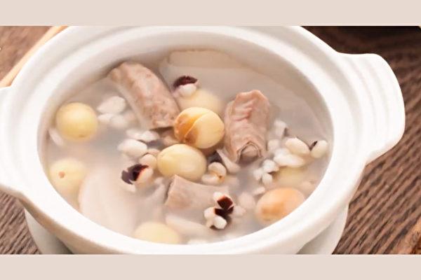 有一味药膳具备极好的消除疲劳的效果,就是四神汤。(胡乃文开讲提供)