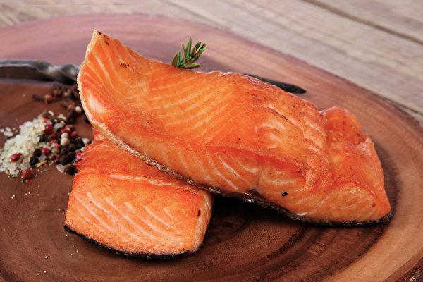 虾红素是重要的护眼营养素,抗氧化力很强,哪些食物补充虾红素?(Shutterstock)