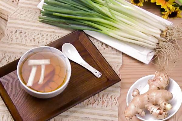 葱能发汗、治感冒,还可通鼻腔,通所有一切不通的器官。可熬煮葱姜汤、葱豉汤。(胡乃文开讲提供)