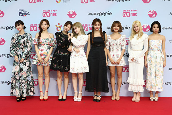 TWICE参与迷你九辑创作 JYP为主打歌作词编曲