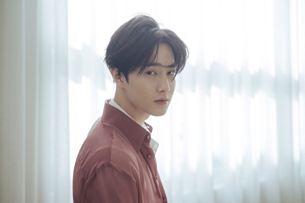 EXO隊長SUHO本月14日入伍 盼粉絲保持健康