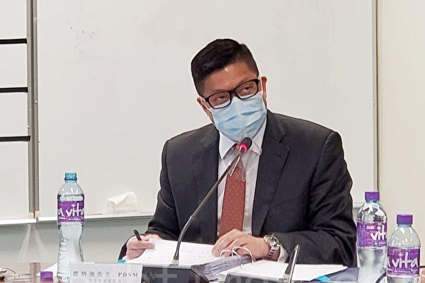 """港议员斥警察恐袭传媒 要求邓炳强""""鞠躬道歉"""""""